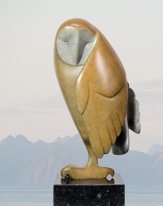 Evert den Hartog, 'Opkijkende uil, no. 2', brons, 38 x 19 x 19 cm