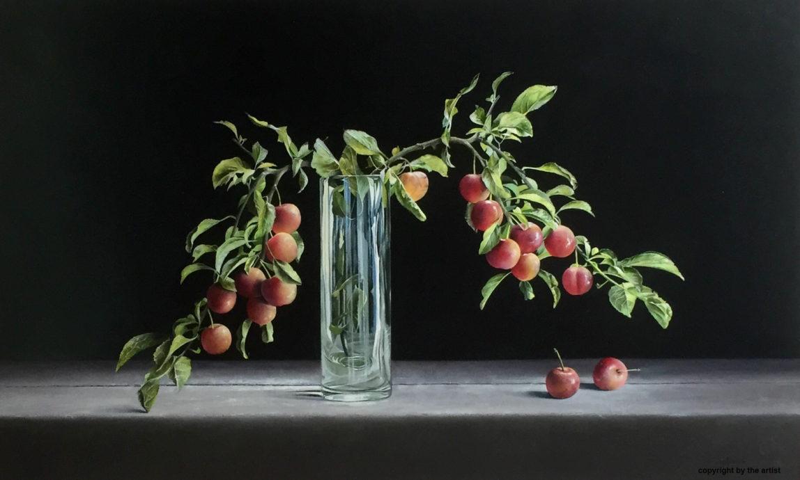 Jan Kootstra, 'Pruimen op glazen vaas', olieverf op paneel, 60 x 100 cm