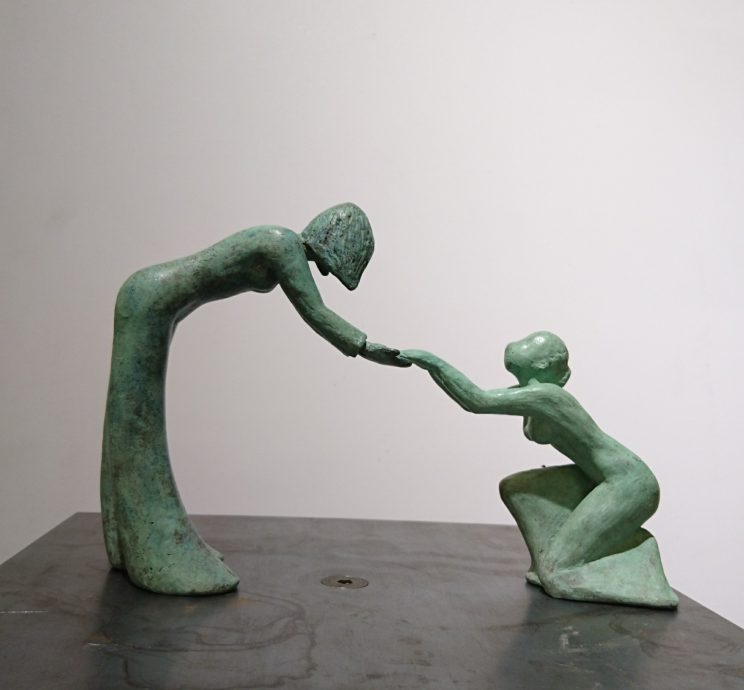 Anne Maryken. Helping Hands, 2020. Bronze in 2 pcs, series of 5  16,5h x 25b x 7d cm.