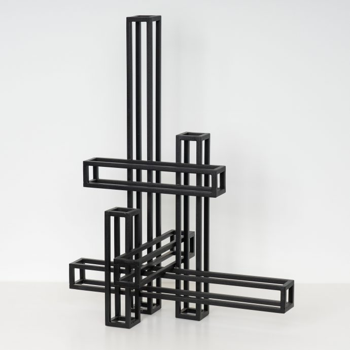Don Satijn. Galerie Martin Copier. Modular XIX VI, gepoedercoat staal. 68 x 52 x 32 cm.  €2200,-