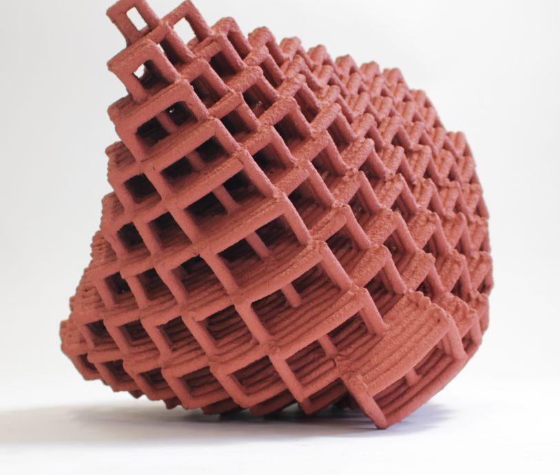 Tumble. Keramiek, handgemaakt. 28x33x30 cm.